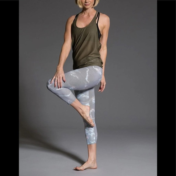 ONZIE Striped Criss Cross Hot Yoga Capris